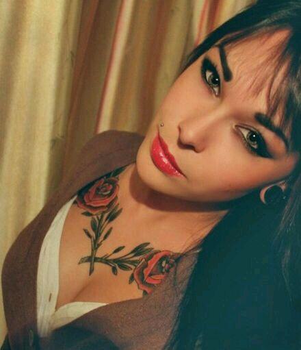求纹在女生胸前合适的纹身图!图片