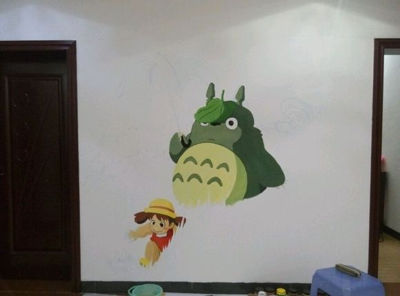 在自己家里画的龙猫,墙绘图片