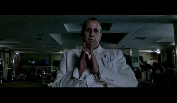 地狱神探康斯坦丁抽烟_回复:【图解】电影版《地狱神探康斯坦丁》驱魔经典之