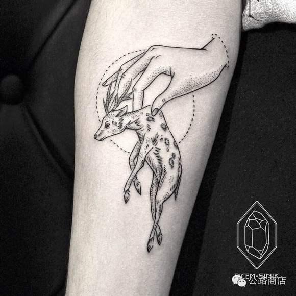 我想纹个白色的纹身 半个手掌大小点状的