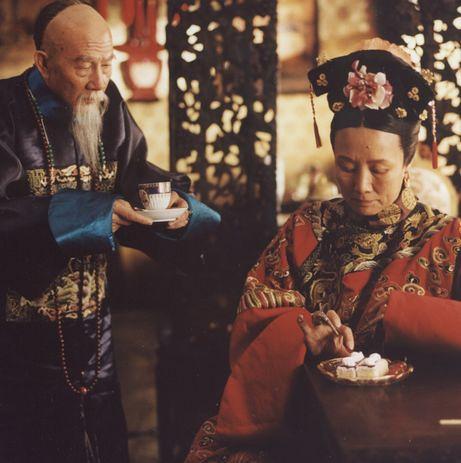 扮演李鸿章的王冰老师和扮演慈禧的吕中老师,家有一老,如图片