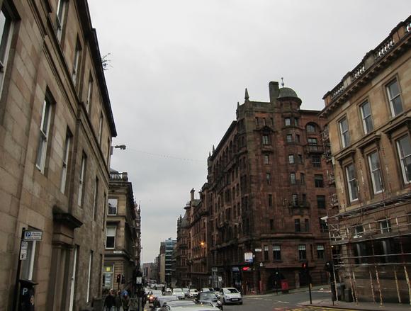 格拉斯哥/格拉斯哥(Glasgow)是苏格兰第一大城市与第一大商港,英国第...