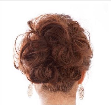 一款优雅又很精致的发型对于女孩子来说很重要的.图片
