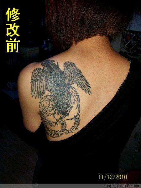 英语字母纹身图 男人大臂上黑笔图片