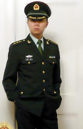 07式空军夏常服领花别法 求详解 07武警迷彩肩章和夏常服肩章是一样图片