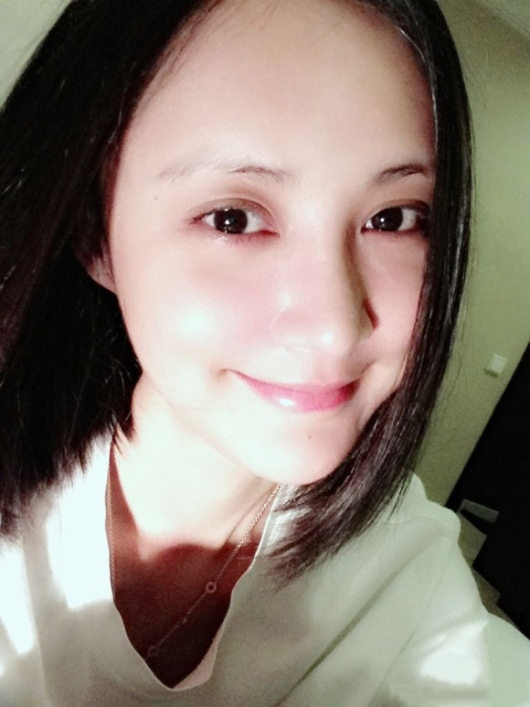 张歆艺产后自拍_张歆艺 二姐的绝对素颜 无ps 惊艳到我了 你呢