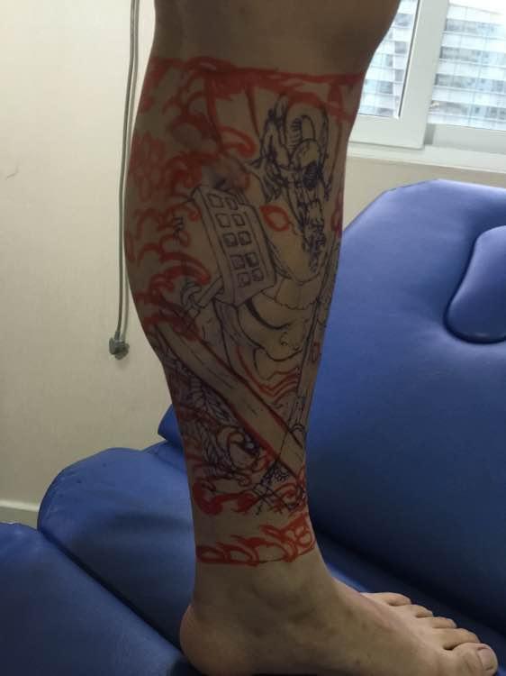 腿部唐狮图案纹身正面加三视图欣图片
