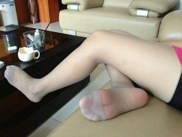 美女穿袜子的脚图片