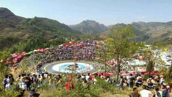 贵州六盘水市苗族跳花节图片