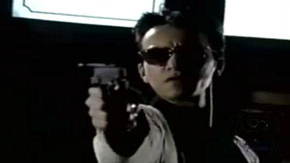 男人的枪口已经对准了佑介.
