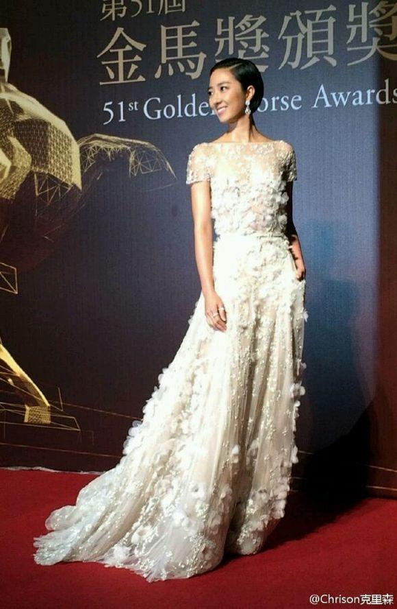 艾丽萨博的裙子真的好仙 高清图片