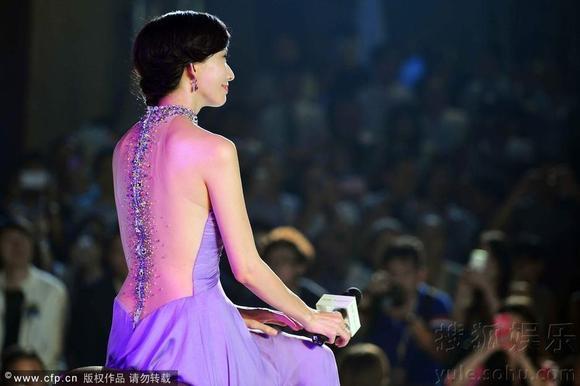 林志玲跨年演唱会裙子分享展示图片