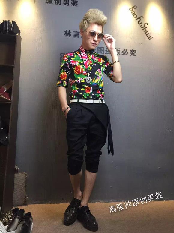 欧美发型师服装搭配技巧对中国风发型师服装穿着图片