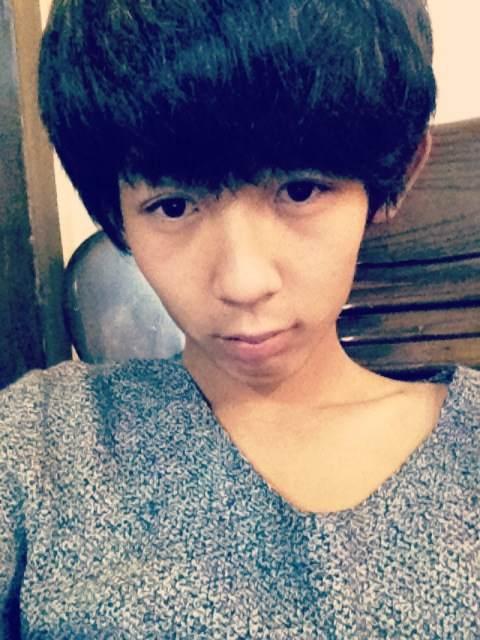 流行:【大浪男生】2012最新发黑发型男生中长回复色烫发短发图片