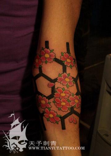 西安天予刺青杨丽华彩色作品----格子樱花~纹身图片