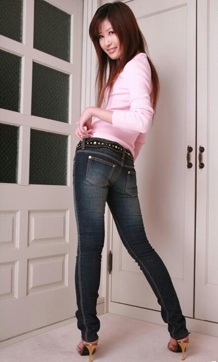 藤泽安奈上身粉色衣服 下身牛仔裤是哪部片子 找不到了.