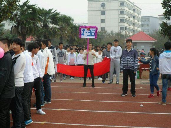 回复:2014届上蔡一高秋季运动会入场仪式图片