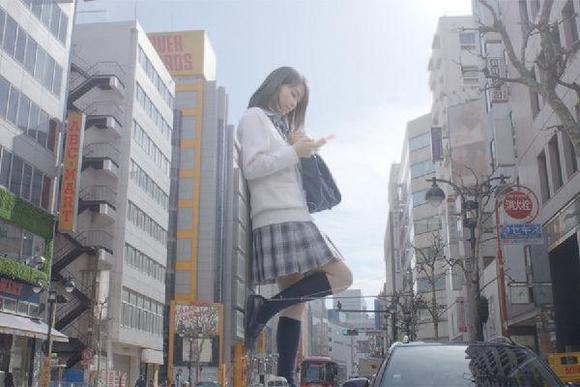 巨人美女入侵东京