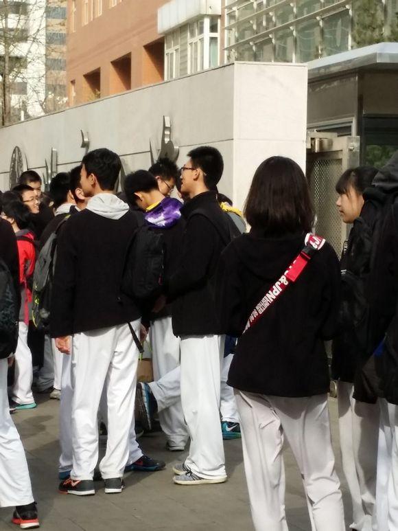 3月29日八中高中部高中材料训练照片考场作文测试体育图片