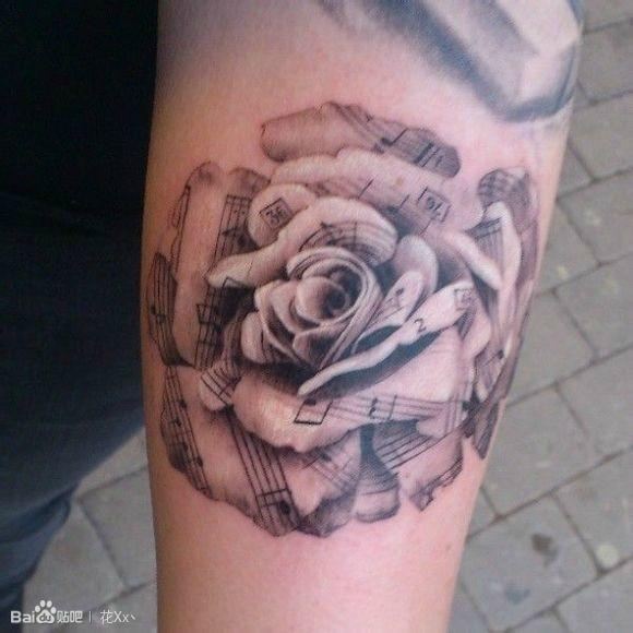 求花类的纹身 在耳后和腰上图片