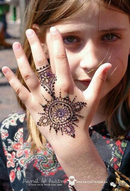 印度女人结婚之前手上的纹身是怎么回事?图片