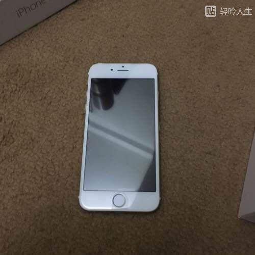 美女用iphone6s土豪金