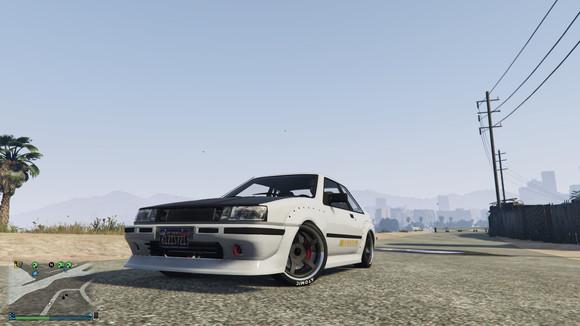 它是模仿现实中的丰田ae86levin三箱版本.