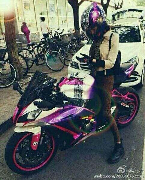 求大量美女骑大排车图片