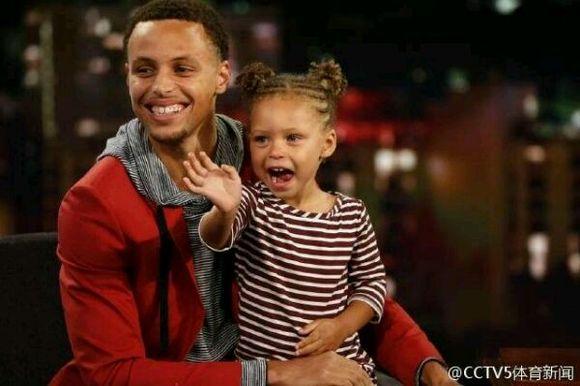 库里和女儿照片