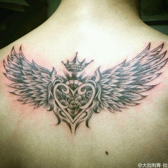 后背翅膀纹身图案图片