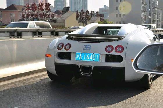 4,布加迪威龙,来自上海,纯白,车牌 沪a 164d1