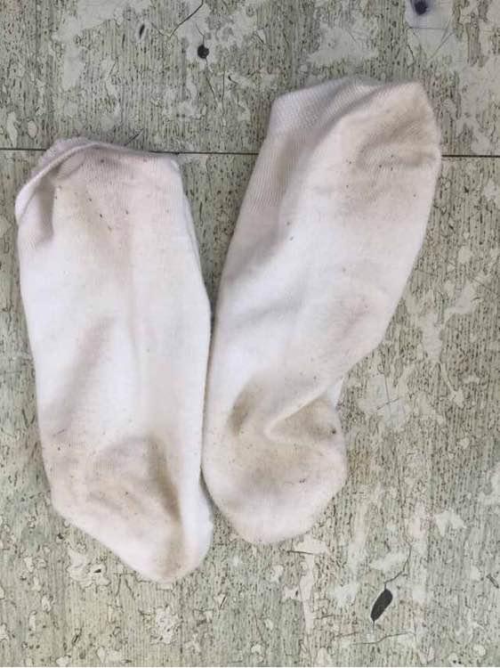 美女的脏袜子脚底