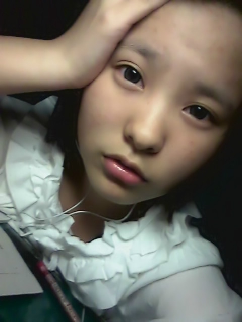 女生照片要真实素颜齐刘海分享展示图片