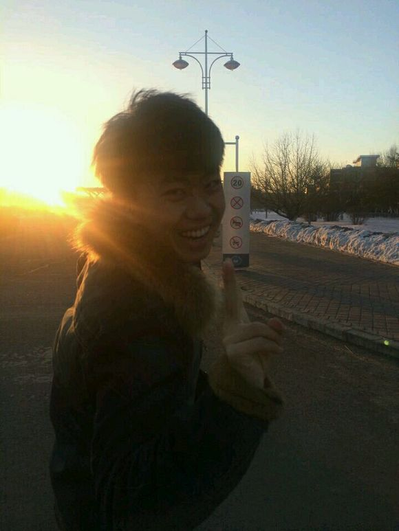 我想起那天夕阳下的奔跑,那是我失去的青春——万万没想到图片