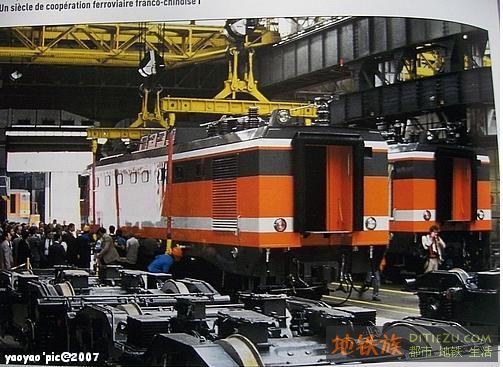 1986年7月9日,阿尔斯通公司在贝尔福工厂组装8k机车