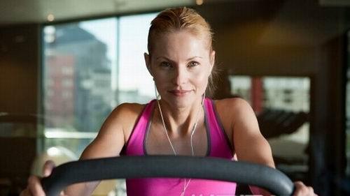 在家跑步一小时减肥?我每天2次,有时一次!这.反弹减肥节食多少斤正常图片