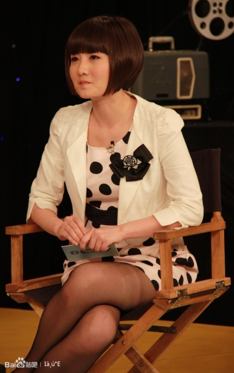 《爱电影》主持人蒋小涵向导演提_发型设计图片