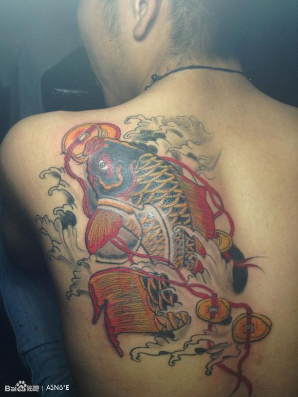 帅气的满背天使与恶魔的翅膀纹身图片