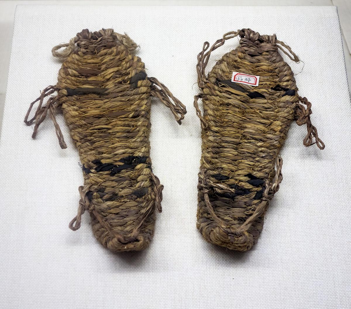 草鞋_草鞋编方法步骤图_河南木头底草鞋图