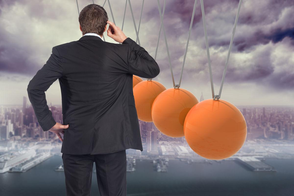 思维的商人挠头对牛顿摇篮以上市图片