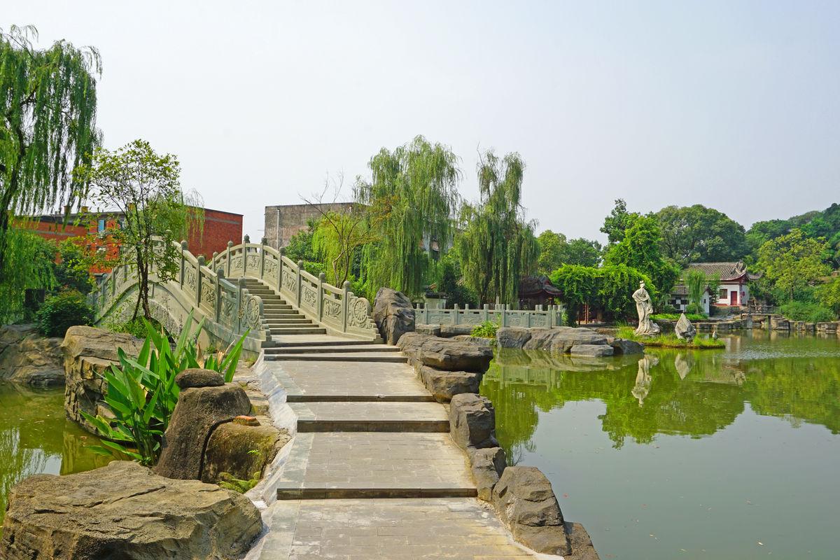 中式园林景观 池塘水景 石拱桥图片