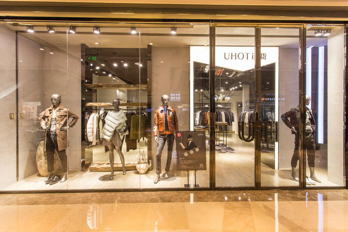 女装店橱窗展示设计图片