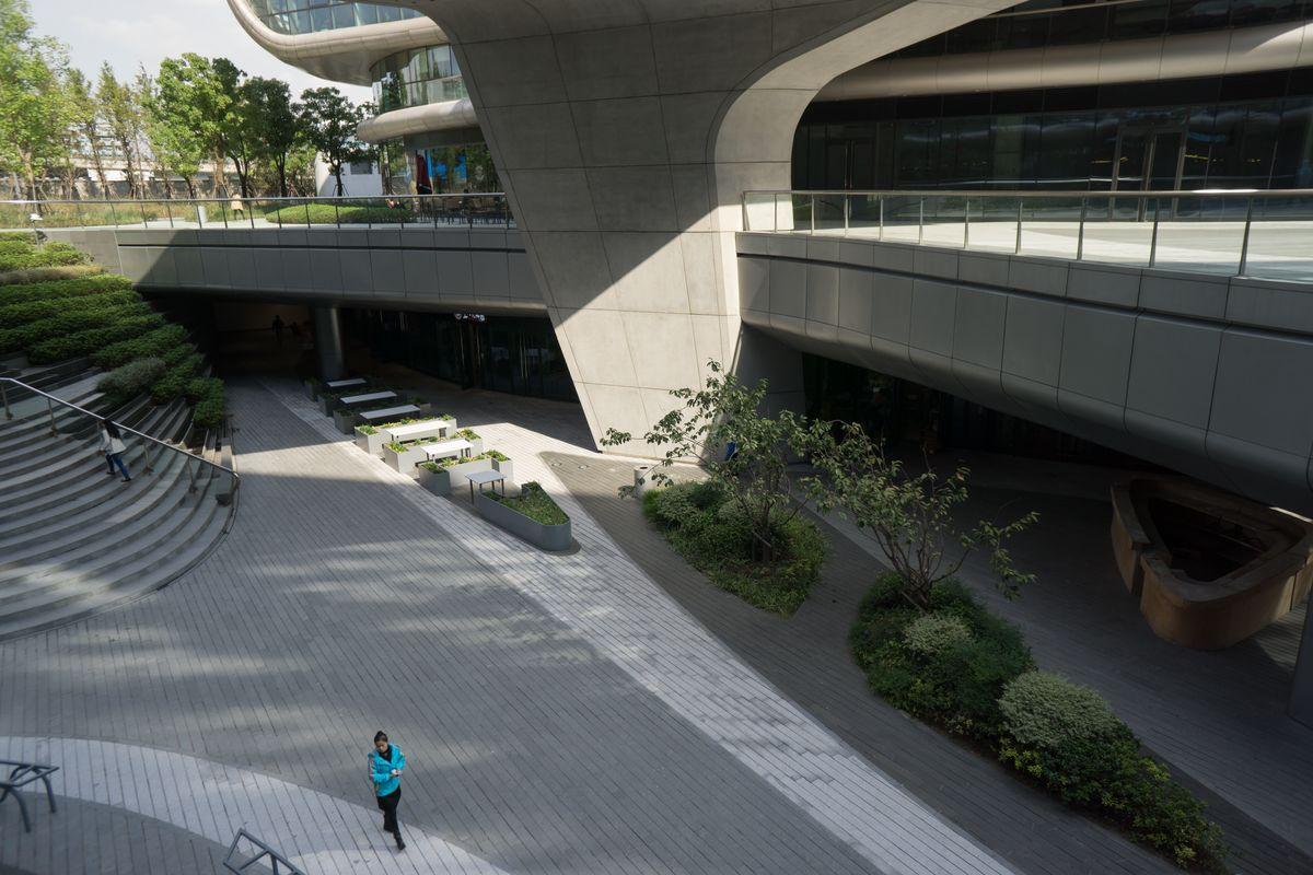 下沉式广场,商圈,都市风光,公共空间,城市风景,购物中心,商业活动图片