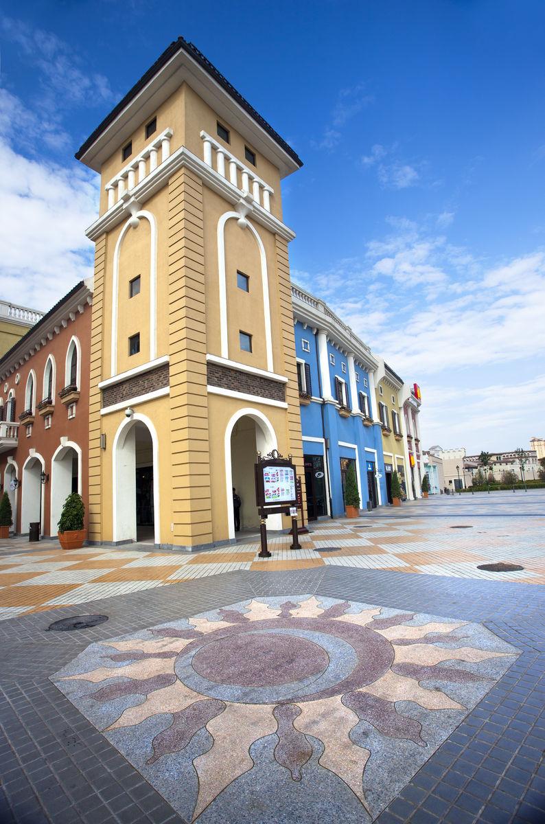欧式建筑,咖啡店,酒吧,蓝天白云,小镇,佛罗伦萨小镇,广场,购物中心图片