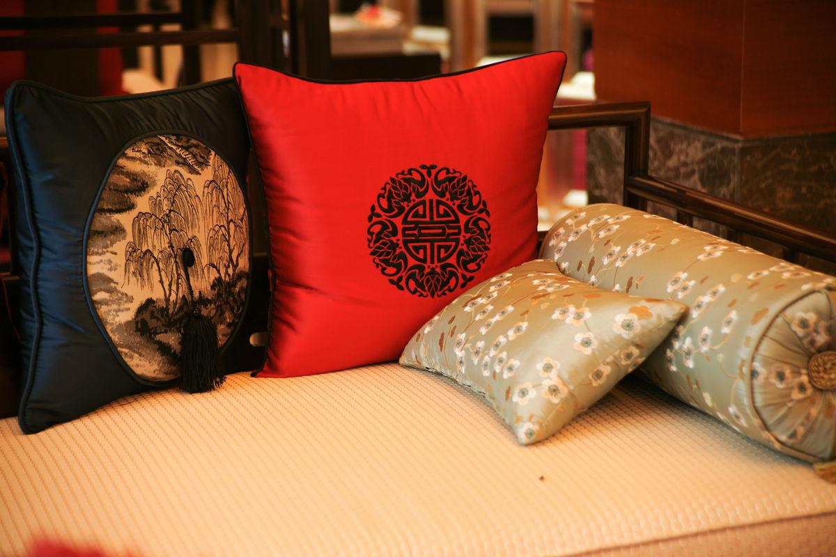 中式沙发,靠枕,传统图案靠枕,沙发,时尚家具,中式家具,红色,传统图案图片