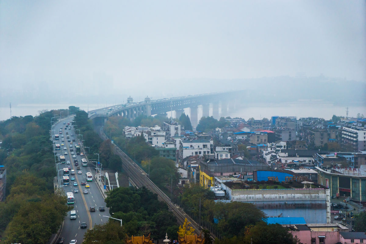 武汉长江大桥远眺图片