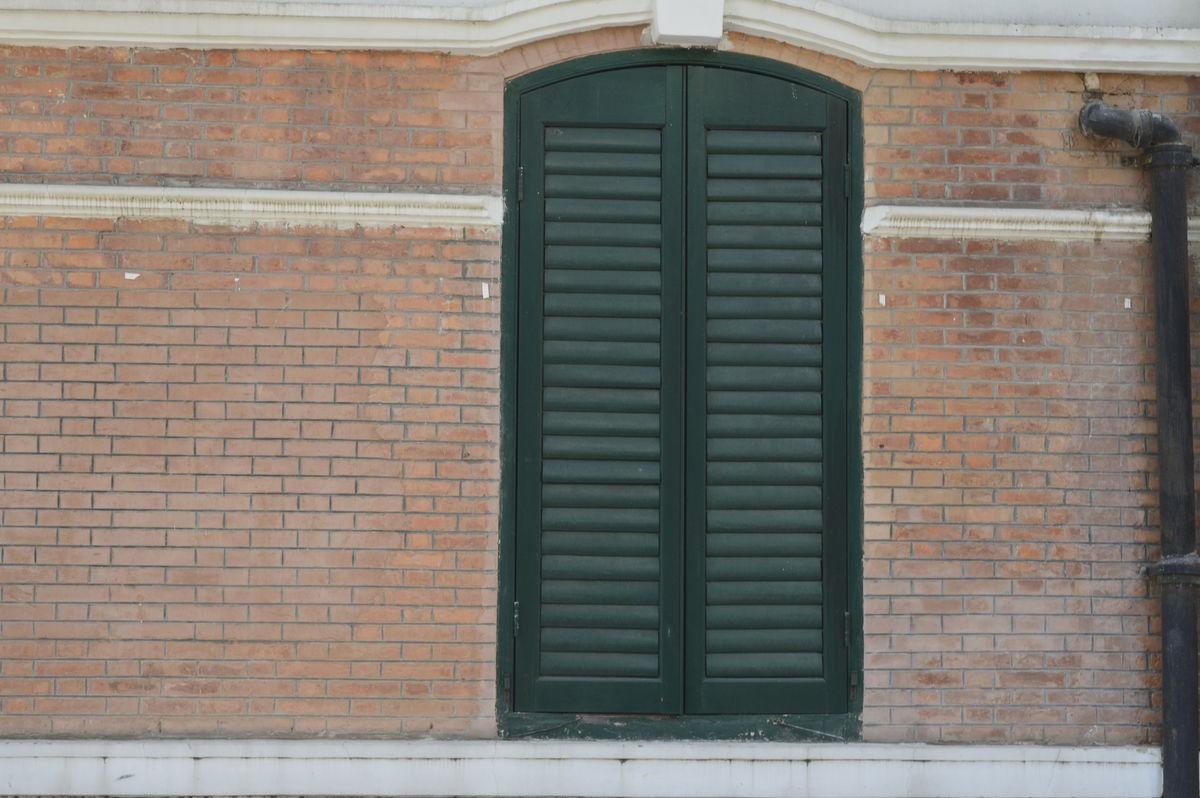 紧闭的窗户,圆顶窗户,砖墙,墙壁,欧式,西式,拱形窗户,铁窗,不锈钢窗户图片