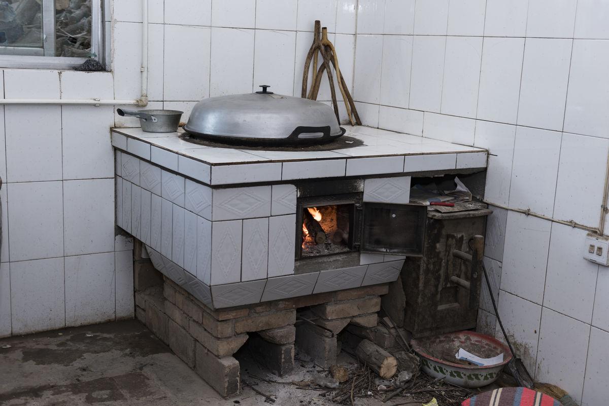 农村厨房的灶台图片