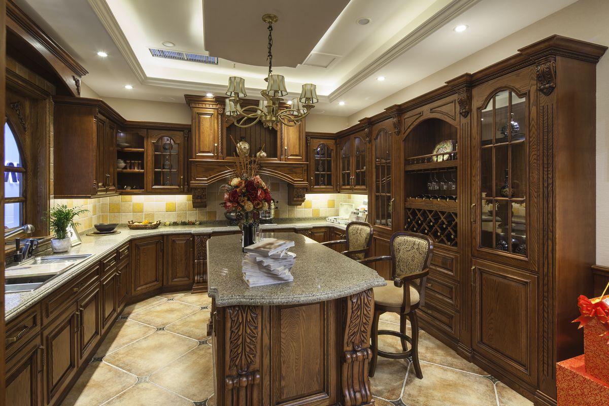 定制实木原木整体厨房 高清晰图片