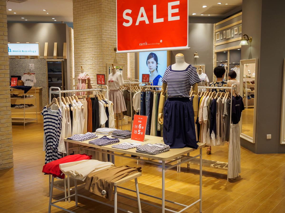 服装店,商场内景,女装专卖店,服装陈列设,店面装饰布置,商业空间设图片